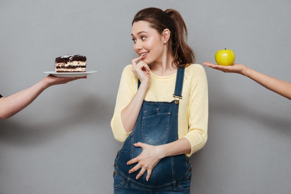 Фастфуд и недостаток фруктов удвоили риск бесплодия у женщин