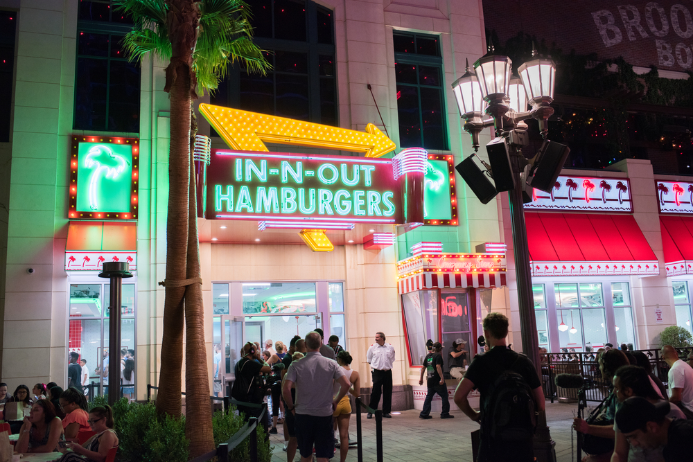 Кому авокадо, а кому гамбургер: мифы о «пластиковой еде» в США Кому авокадо, а кому гамбургер: мифы о «пластиковой еде» в США shutterstock 735184078