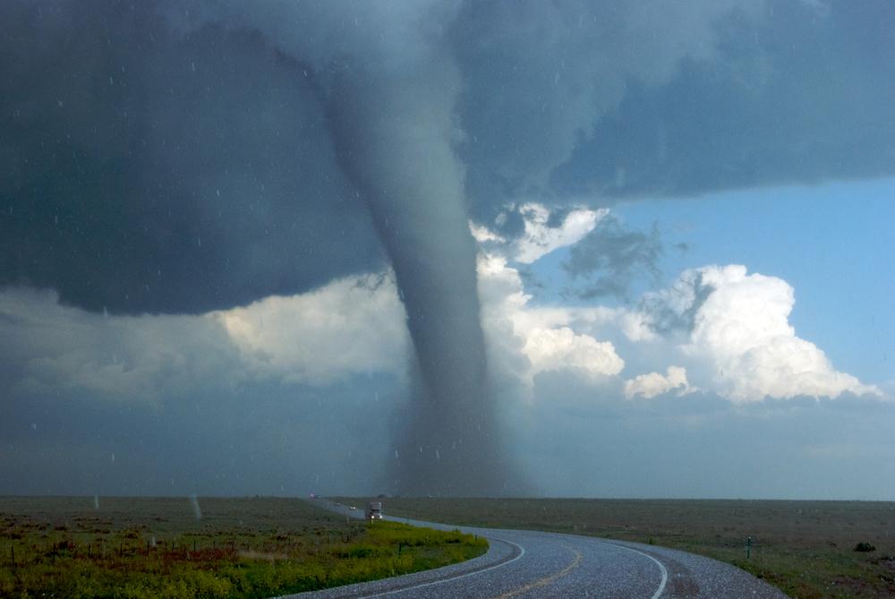 Сафари на торнадо: как туристы рискуют жизнью, преследуя ураганы Сафари на торнадо: как туристы рискуют жизнью, преследуя ураганы shutterstock 81366340