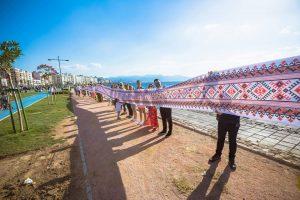В Турции развернули рекордную украинскую вышиванку