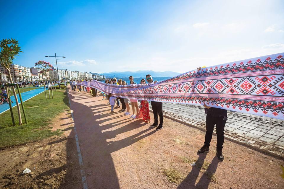 В Турции развернули рекордную украинскую вышиванку.Вокруг Света. Украина