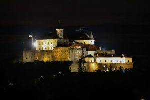 В легендарный Мукачевский замок провели иллюминацию