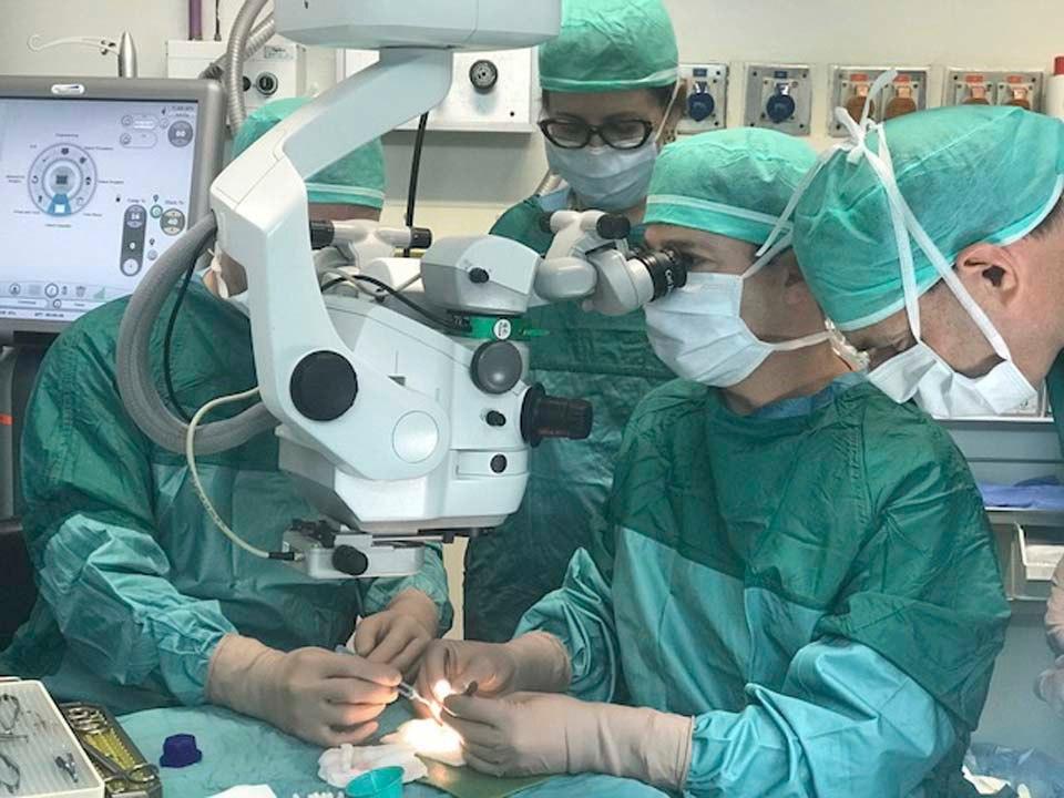 В Израиле слепой женщине заменили роговицу пластиной из зуба.Вокруг Света. Украина
