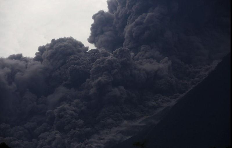 Извержения вулкана в Гватемале: деревня превратилась в крематорий Извержения вулкана в Гватемале: деревня превратилась в крематорий 1 3