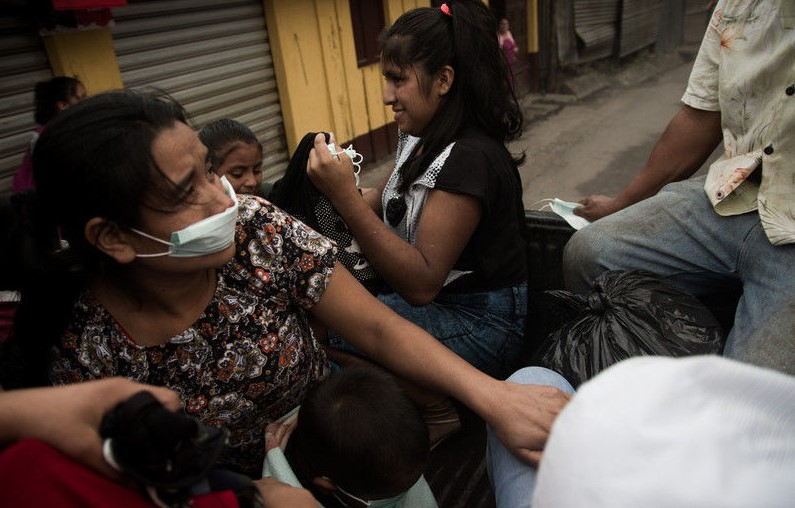 Извержения вулкана в Гватемале: деревня превратилась в крематорий Извержения вулкана в Гватемале: деревня превратилась в крематорий 3 2