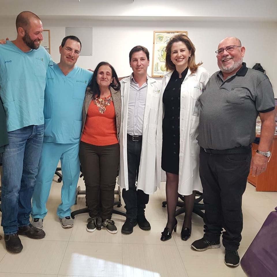 В Израиле слепой женщине пересадили зуб в глаз, и она прозрела В Израиле слепой женщине пересадили зуб в глаз, и она прозрела 3 9