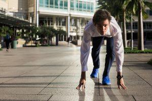 Юрист, ученый, айтишник: участники Runable рассказали, зачем бегут 42 км в деловых костюмах