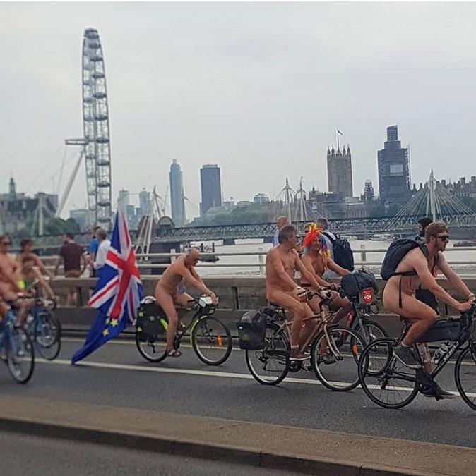 В Великобритании прошел голый велопробег В Великобритании прошел голый велопробег 4 5