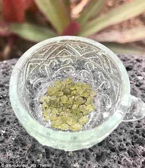 Гавайский вулкан «плюется» зелеными полудрагоценными камнями Гавайский вулкан «плюется» зелеными полудрагоценными камнями 4D318C2C00000578 5840685 image a 30 1528916436219
