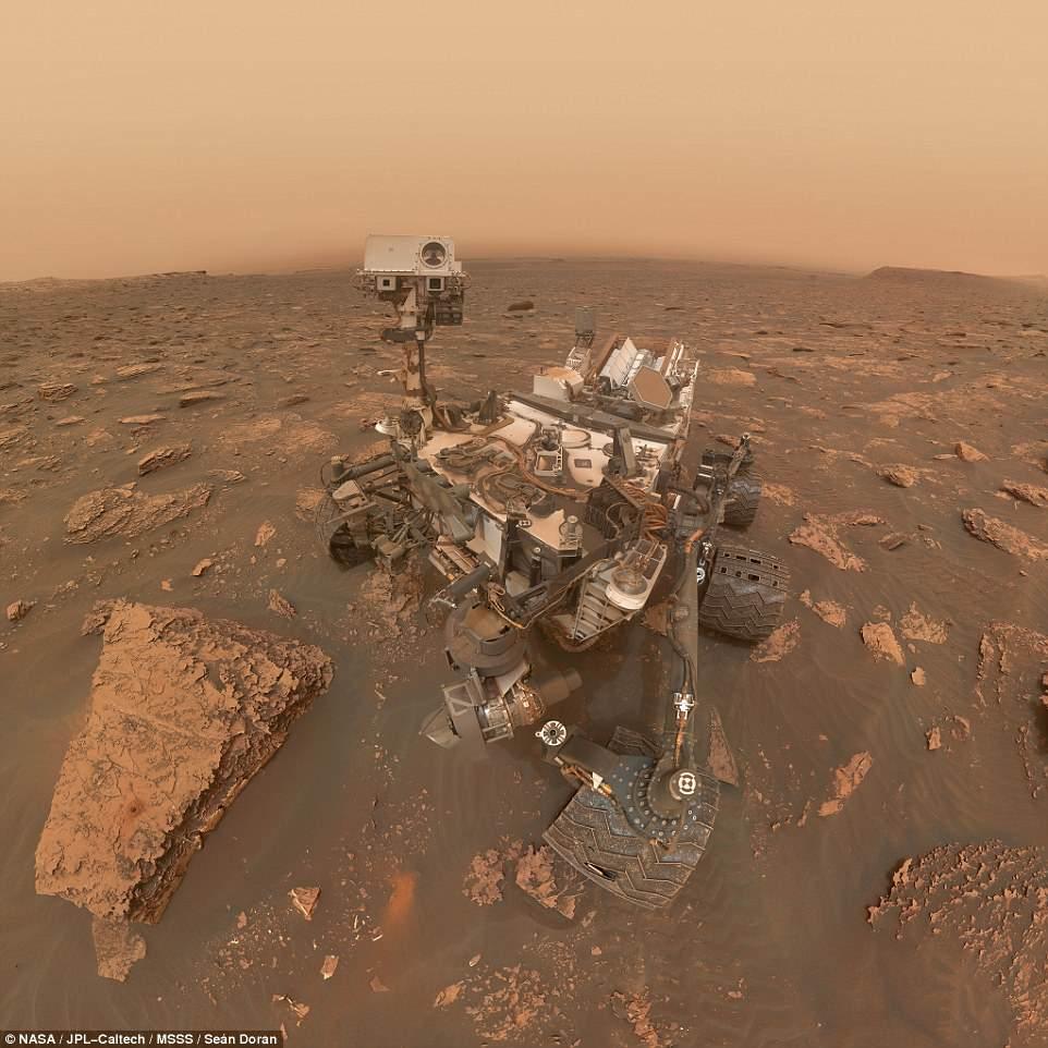 Марсоход Curiosity прислал на землю селфи с пыльной бурей