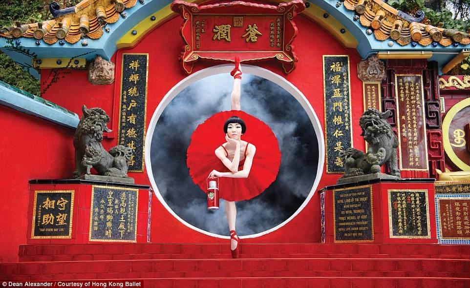 Попробуйте повторить эти селфи-позы: Гонконг прорекламировал открытие балетного сезона.Вокруг Света. Украина