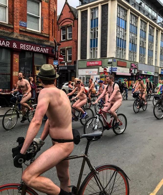 В Великобритании прошел голый велопробег В Великобритании прошел голый велопробег 5 5