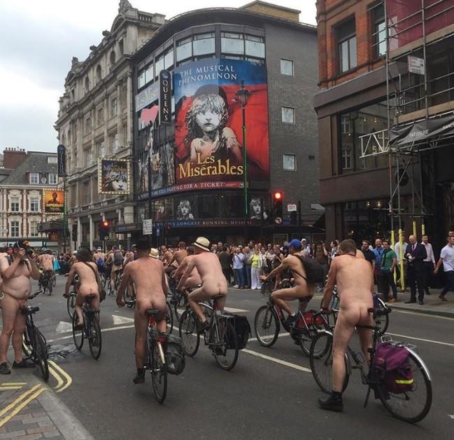 В Великобритании прошел голый велопробег В Великобритании прошел голый велопробег 7 2