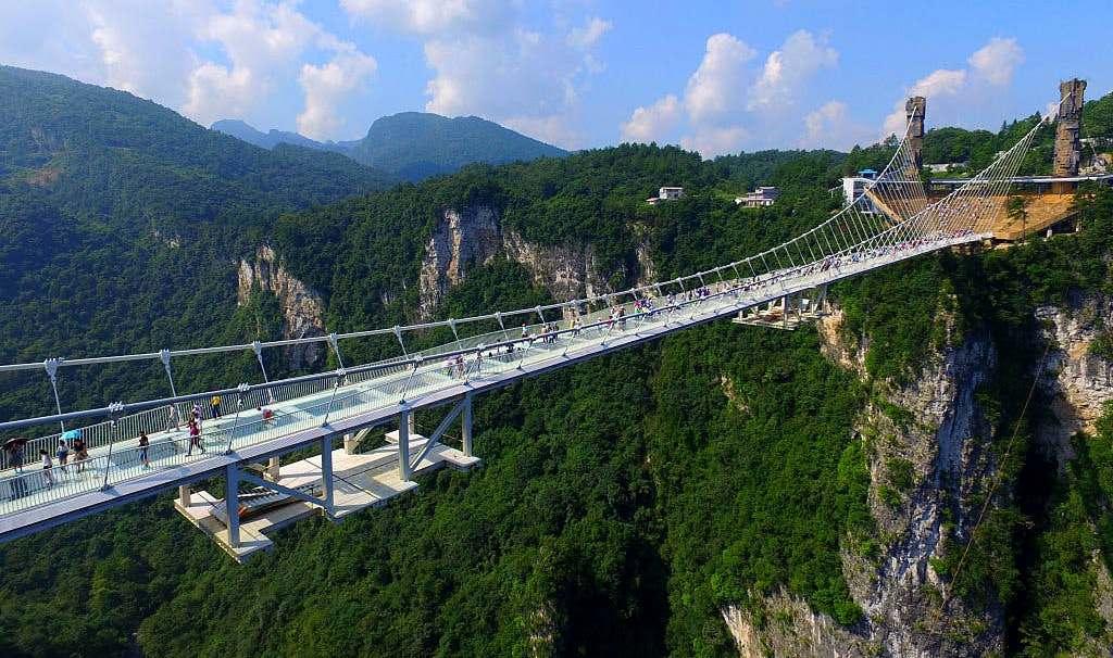 На стеклянном мосту в Китае появится банджи-джампинг (видео).Вокруг Света. Украина
