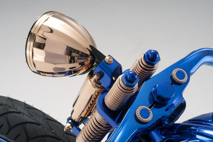 Самый дорогой мотоцикл в мире идет в комплекте с бриллиантовым кольцом и часами Самый дорогой мотоцикл в мире идет в комплекте с бриллиантовым кольцом и часами Harley Davidson blue edition 10 resize md