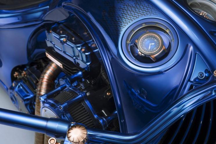 Самый дорогой мотоцикл в мире идет в комплекте с бриллиантовым кольцом и часами Самый дорогой мотоцикл в мире идет в комплекте с бриллиантовым кольцом и часами Harley Davidson blue edition 7 resize md