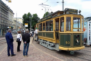 В Хельсинки  бесплатно раздают раритетные трамваи