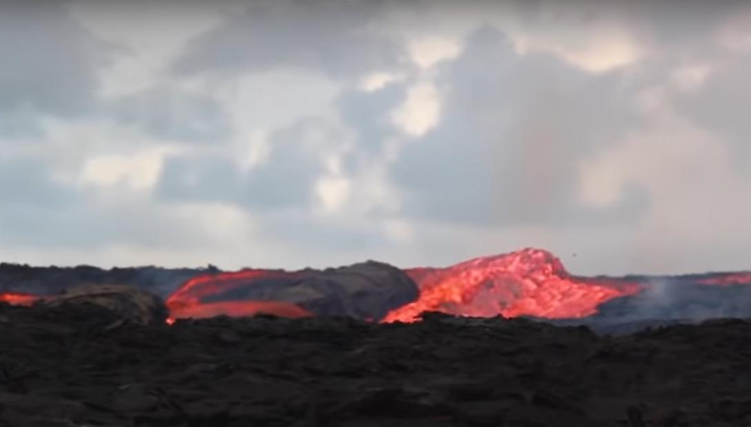 Вулкан Килауэа: USGS показала стремительные перекаты лавовой реки (видео)