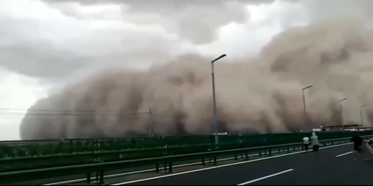 На Китай обрушилась песчаная буря