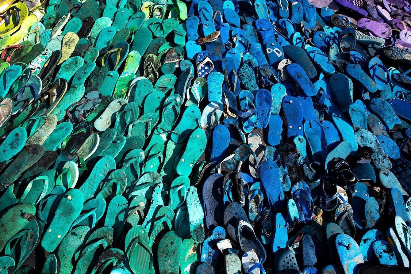Из 5 000 потерянных вьетнамок на Бали собрали арт-объект (видео) Из 5 000 потерянных вьетнамок на Бали собрали арт-объект (видео) gallery large POTATO HEAD 624