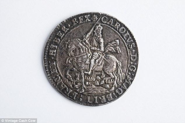 В Великобритании пенсионерка нашла в хламе монету в 100 тысяч фунтов В Великобритании пенсионерка нашла в хламе монету в 100 тысяч фунтов moneta 1