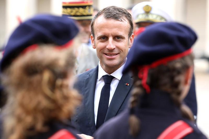 Во Франции введут обязательную военную службу для подростков