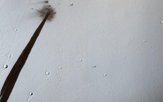 На Марсе взорвался метеорит: nasa показала фото На Марсе взорвался метеорит: NASA показала фото pia22513 hires