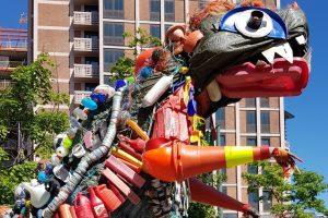 Чудище из мусора: в Осло появилась скульптура из переработанного пластика