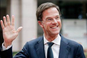 Премьер Нидерландов помыл пол в парламенте