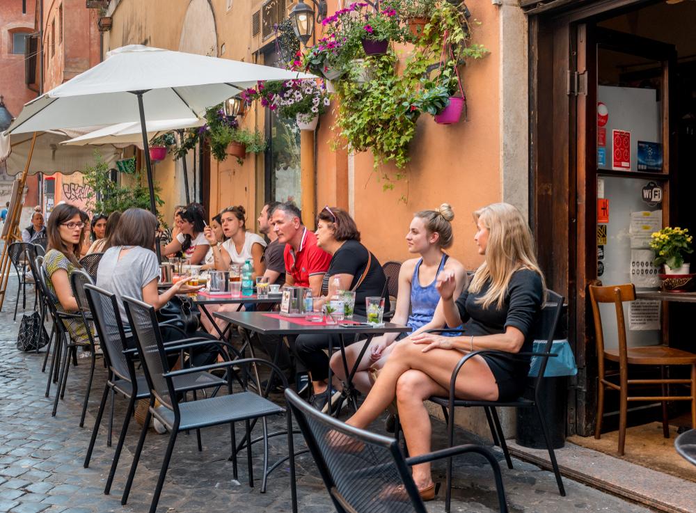 Итальянские слова и фразы, которые помогут сделать правильный заказ в ресторане Итальянские слова и фразы, которые помогут сделать правильный заказ в ресторане shutterstock 1095458099