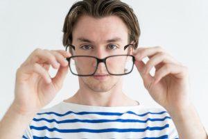Люди в очках умнее — ученые
