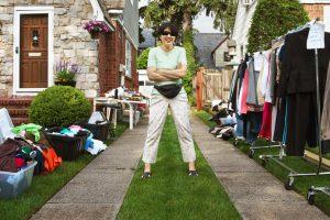 Почему в США миллионеры устраивают гаражные распродажи