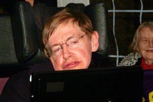 Голос Стивена Хокинга отправят в космос