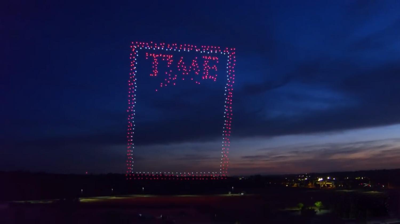 Журнал TIME запустил 958 дронов, чтобы снять обложку (видео)