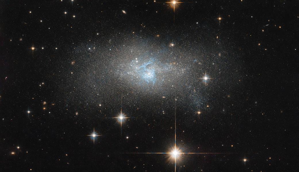 NASA сделала снимок голубой галактики