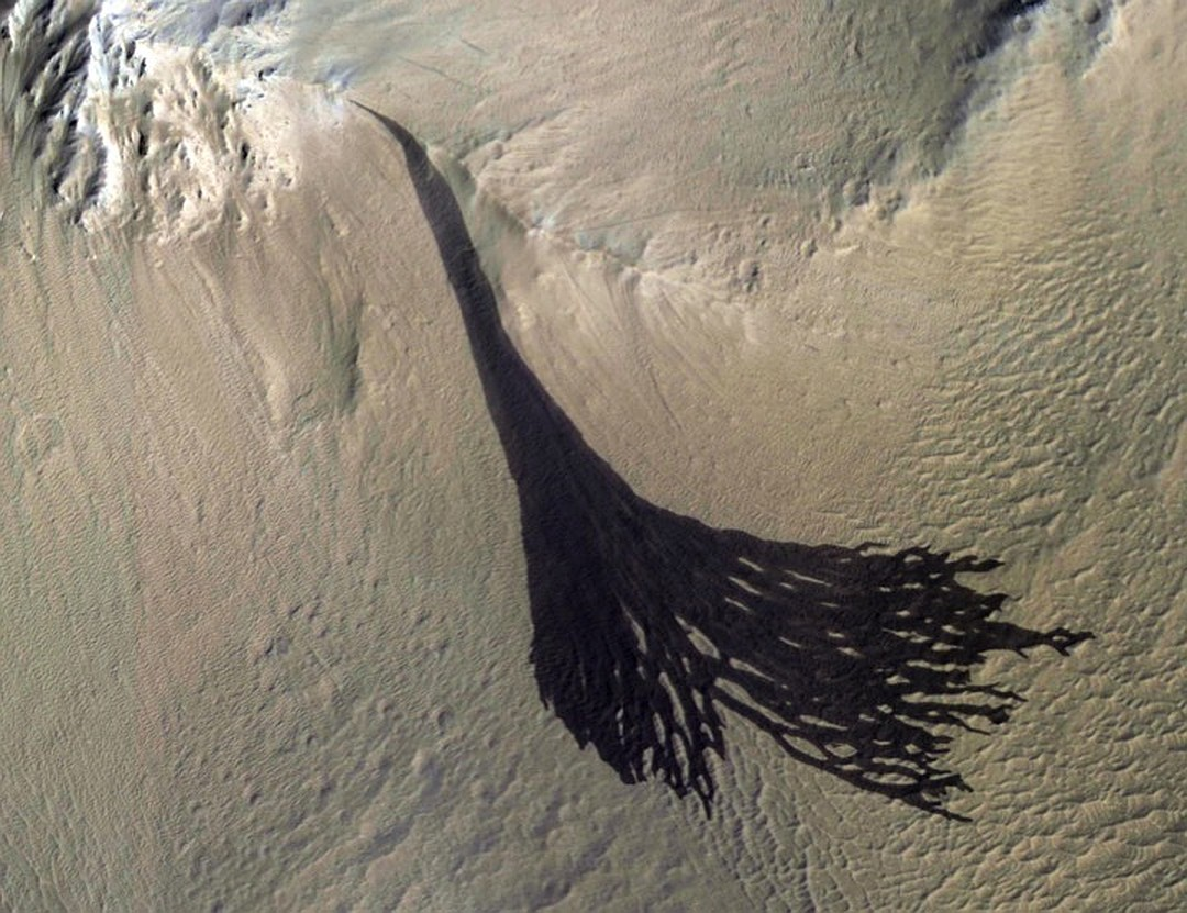 На Марсе взорвался метеорит: nasa показала фото На Марсе взорвался метеорит: NASA показала фото wx1080