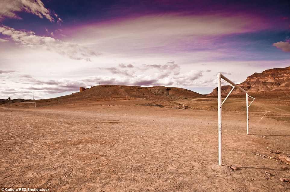 футбольные поля в мире От понтона до небоскреба: самые необычные футбольные поля в мире 4DF1C25E00000578 0 image m 27 1530785931517