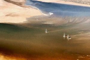 Радужное озеро в Австралии появляется раз в 50 лет