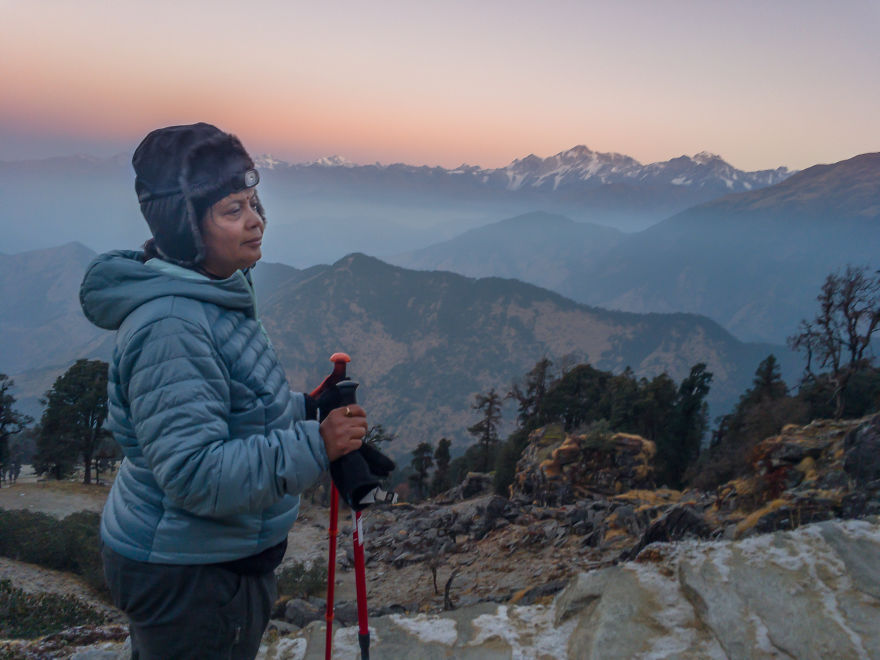 Индийский музыкант помог 58-летней матери покорить Гималаи