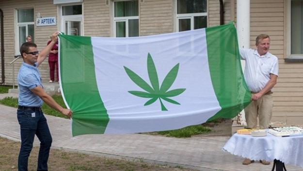 В Эстонии впервые официально подняли «конопляный» флаг