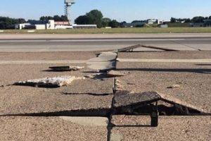 В аэропорту Ганновера из-за жары потрескалась взлетная полоса
