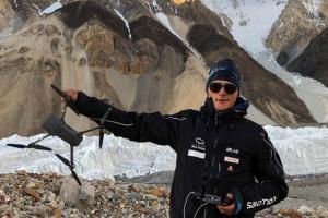 В Гималаях с помощью дрона нашли  альпиниста