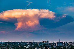 В небе над Николаевом заметили «ядерный гриб»