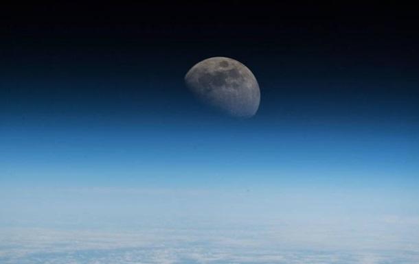 Луна: взгляд с МКС
