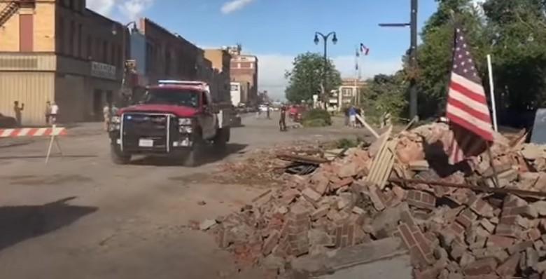 Торнадо почти полностью разрушил город в США