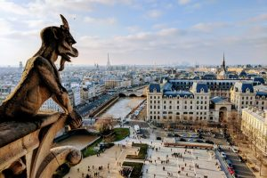 Туристов в Париже просят остерегаться