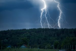 Японские ученые связали грозы и молнии с активностью Солнца