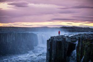 Исландцы просят туристов не рисковать жизнью ради красивого кадра