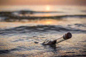 Австралиец нашел бутылку с письмом, преодолевшую тысячи километров