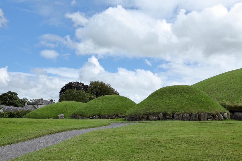 В Ирландии археологи обнаружили курган-мегалит древнее Стоунхенджа